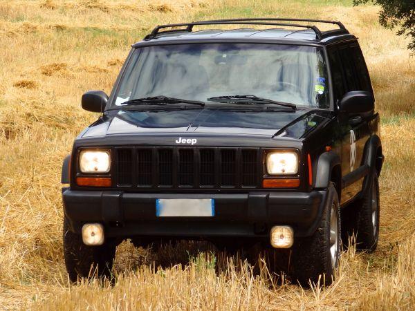Cherokee 2.5 td 5 porte command-trac sport